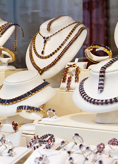 Tøj, sko, smykker